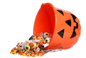 Boulder dentist explains the best and worst halloween candy for teeth.